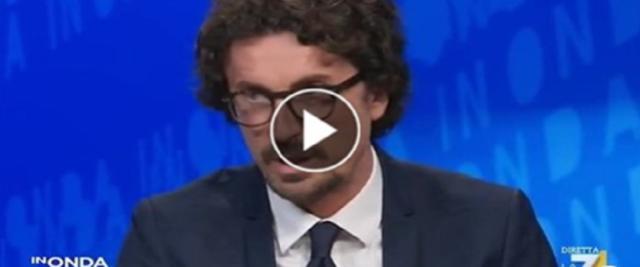 Toninelli pro vaccino messo in difficoltà da Telese e Parenzo frame da video dalla pagina Fb di In Onda