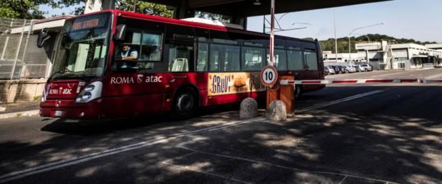 autobus senza mascherina