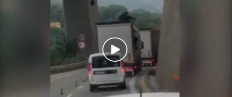 camion pieno di clandestini