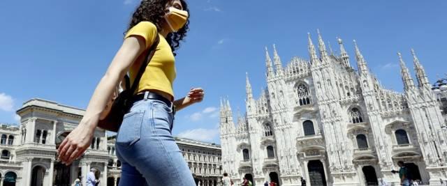 Covid a Milano foto Ansa