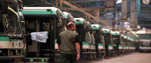 autista di bus ammazzato di botte in Francia foto Ansa