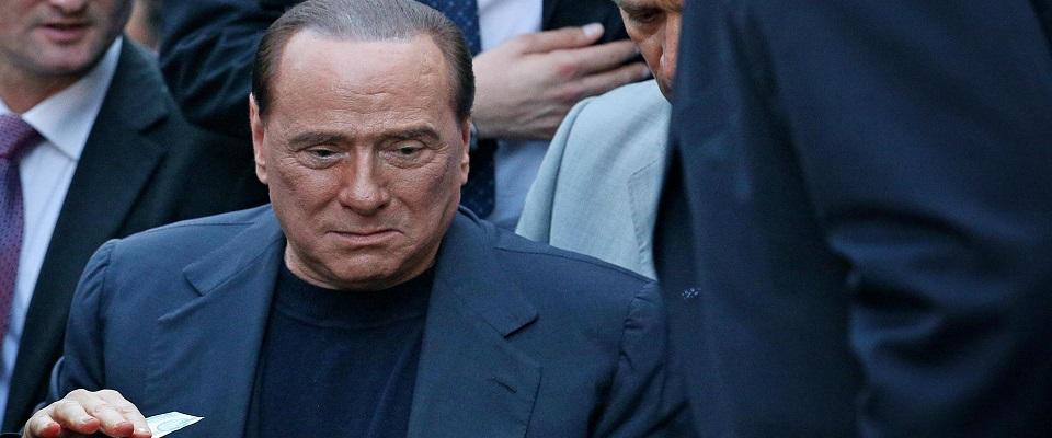 Vergogna Travaglio, pubblica su Fatto la foto di Berlusconi che piange foto Ansa