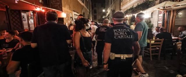 rapina a Trastevere da parte di un branco di nordafricani foto Ansa
