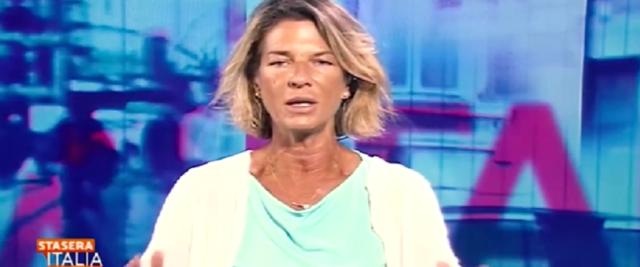 Claudia Fusani ospite di Stasera Italia frame da video dalla pagina Facebook di Matteo Salvini