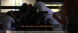 Giornalista cacciata in chiesa dai migranti di Don Biancalani frame da video di Mediaset Play