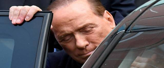 Berlusconi lascia il San Raffaele foto Ansa