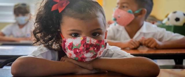 Covid e scuola meglio mettere la mascherina anche al banco foto Ansa