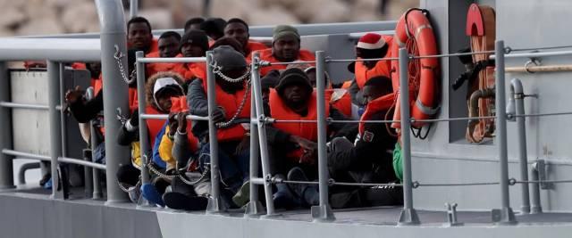 Migranti, la Alan Kurdi fa rotta verso la Sardegna foto Ansa
