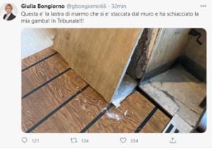Tweet di Giulia Bongiorno sulla lastra di marmo che l'ha ferita