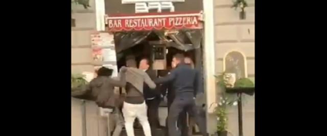 immigrati aggrediscono i clienti di un ristorante a Stazione Termini