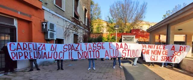 Caos alla Sapienza studenti contro governo e rettrice