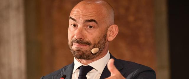 """Bassetti boccia la chiusura dei ristoranti: """"A Natale è più sicuro pranzare fuori che a casa"""""""