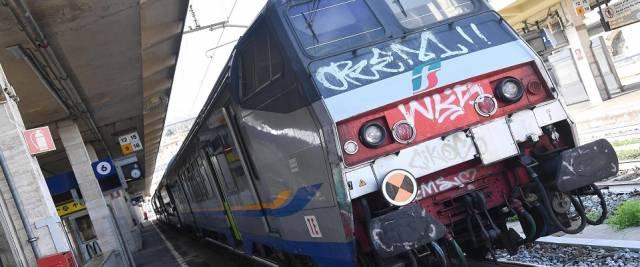 Sul treno immigrato assale controllore
