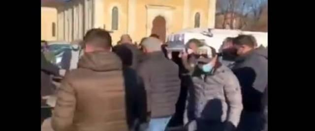 Folla al funerale sinti Vicenza