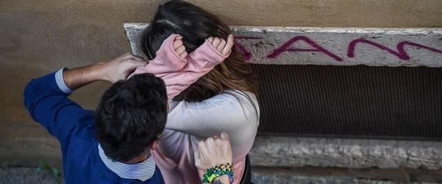 marocchino rapina una donna