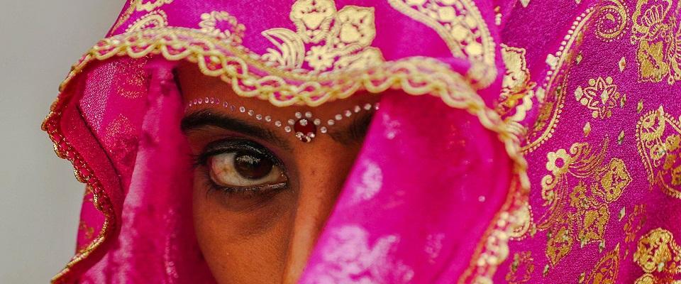 obbligano figlia a nozze combinate