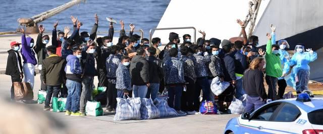 migranti sbarchi e Covid