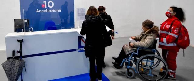 Viola vaccini a anziani e disabili