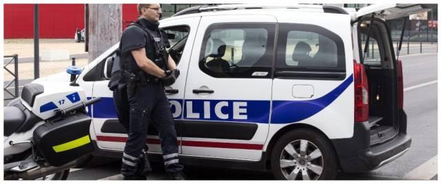 francia poliziotta accoltellata