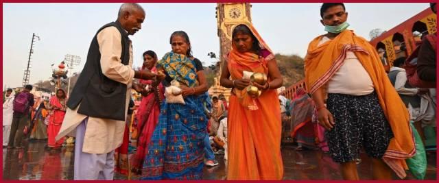 India cremazioni cadaveri Gange