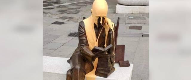 D'Annunzio statua