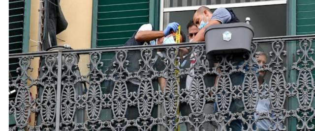 bimbo precipita dal balcone