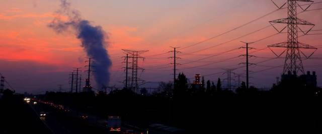 Bollette più care, colpa dell'energia verde. Una bella idea che arricchisce le multinazionali