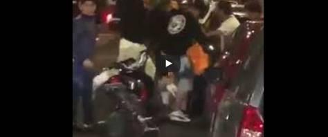 Nuova aggressione a un rider di una nota società di delivery, denunciati un 15enne e un 17enne. E' successo nella notte in via Lepanto, nel quartiere di Fuorigrotta a Napoli.