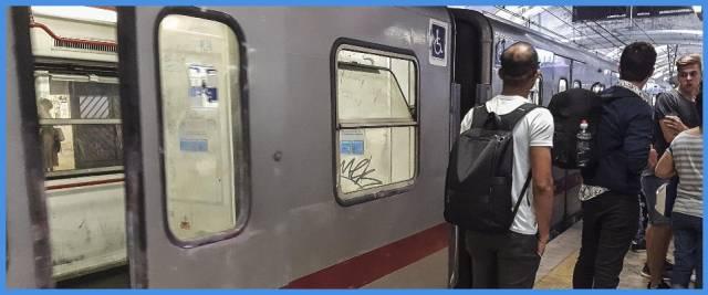 minaccia passeggeri metro